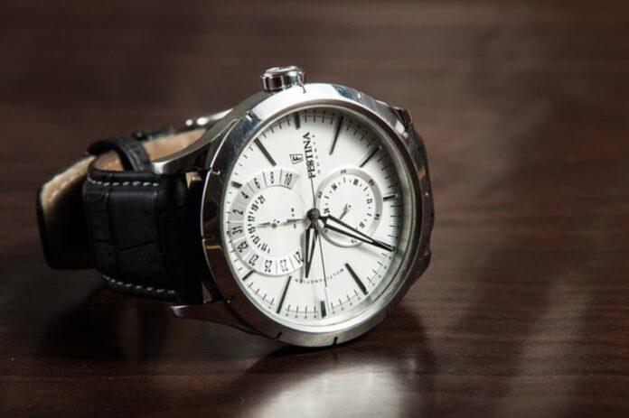 Zegarek do granatowego garnituru