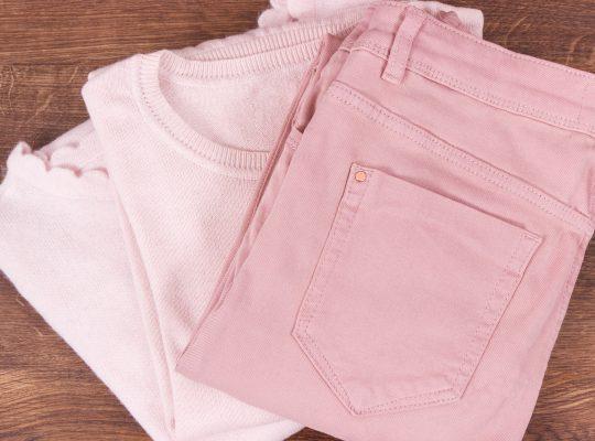 różowe wełniane spodnie